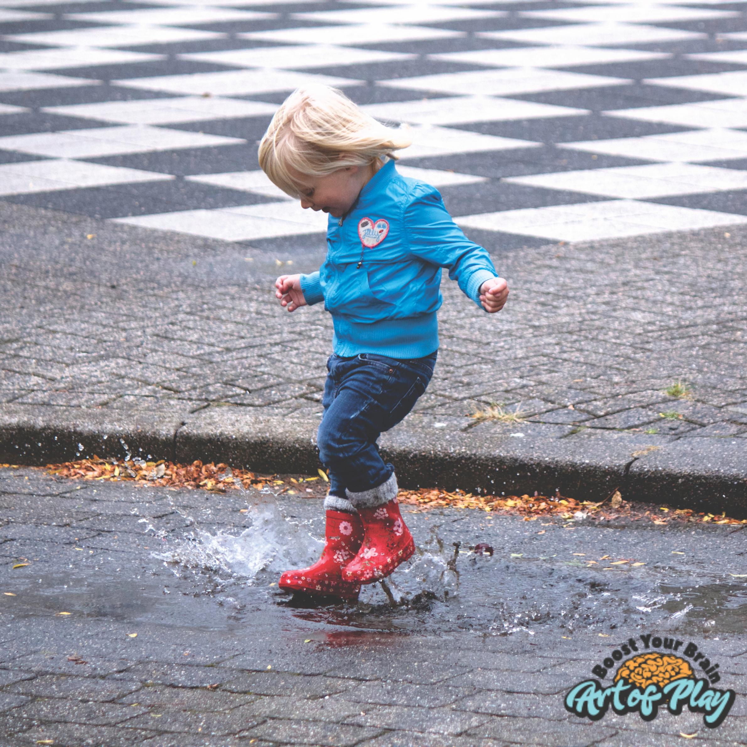 12 activități pe care să le faci alături de copilul tău pe timp de ploaie
