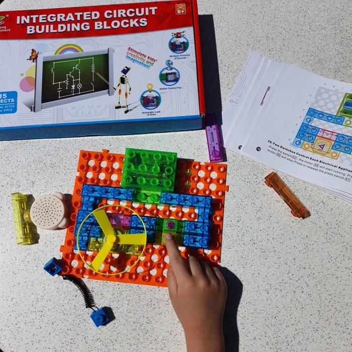 Cadou 8-14 ANI - Puzzle Harta lumii cu steaguri si capitale + Constructie Circuite Integrate [7]