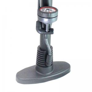 Pompa de mana cu manometru Wert W26412